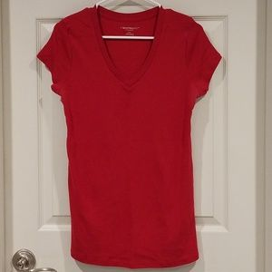 Red maternity v-neck t-shirt, Liz Lange, medium